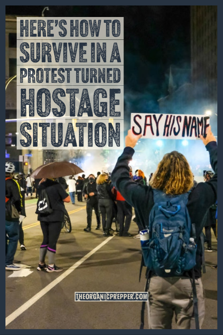 100 Shoppers Became Hostages in a NY Protest. Here\'s How to Survive in a Protest Turned Hostage Situation